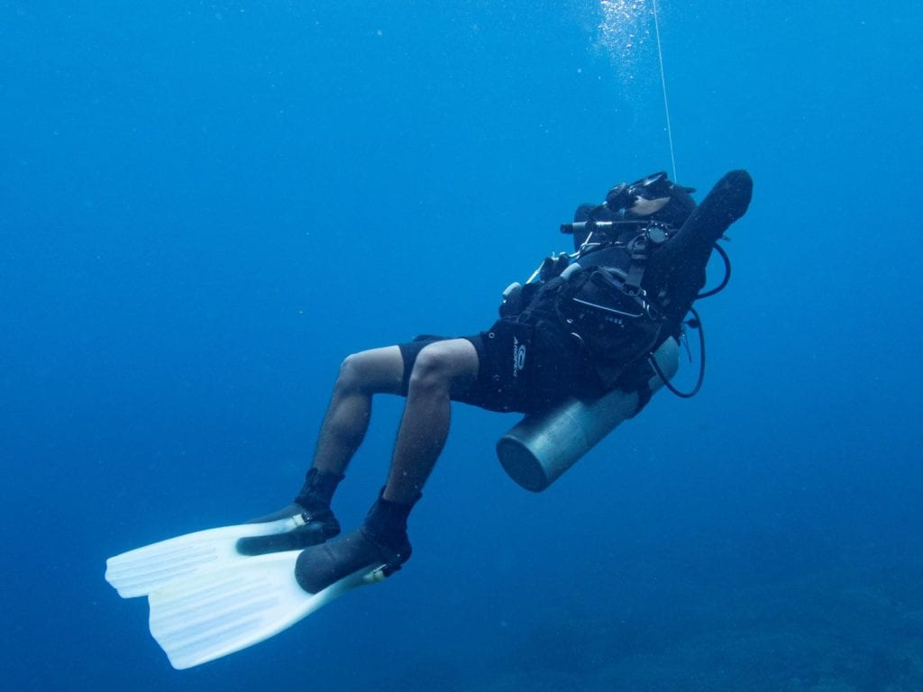 Diving with or without a wetsuit influences the amount of weights you need